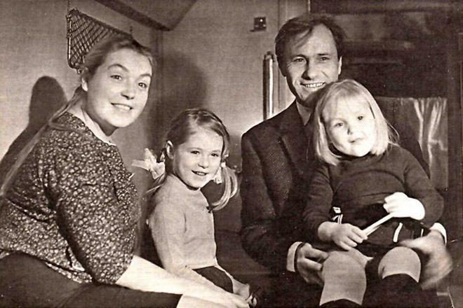 Лидия Федосеева-Шукшина, Мария Шукшина, Василий Шукшин и Ольга Шукшина в детстве