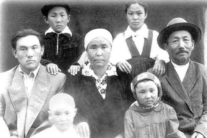 Нурсултан Назарбаев с семьей