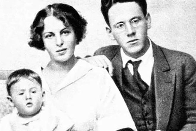 Самуил Маршак с семьей