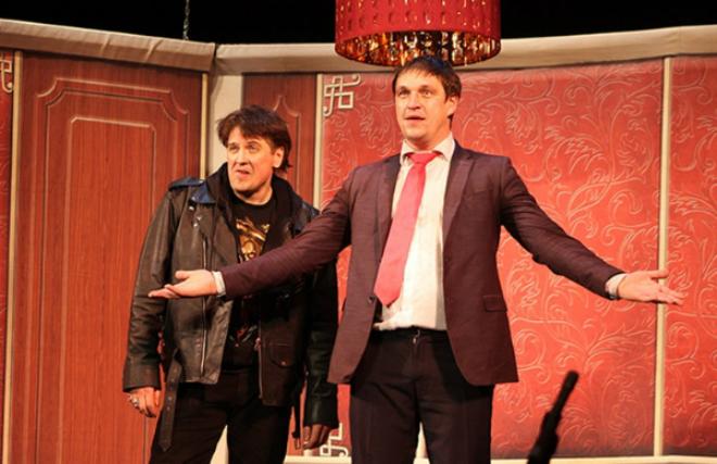 Денис Матросов и Дмитрий Орлов в спектакле «Двое в лифте, не считая текилы»