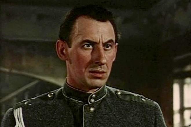 Владимир Басов (кадр из фильма «Школа мужества»)