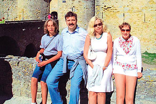 Валерий Комиссаров с семьей