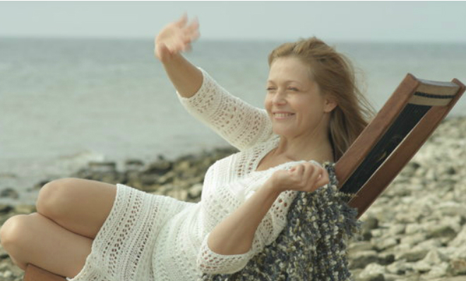 Эльвира Болгова в мелодраме «Девушка средних лет»