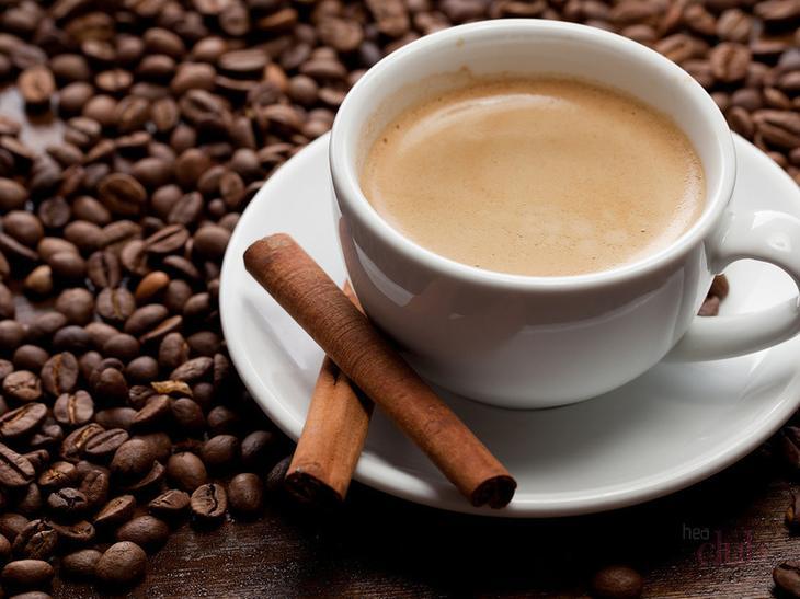 Оставшаяся гуща после выпитого кофе с корицей может стать отличным скрабом