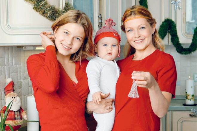 Эльвира Болгова с дочерьми
