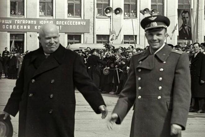 Никита Хрущев и Юрий Гагарин