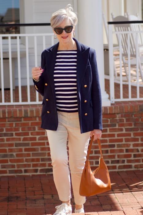 В приоритете качественные ткани и безукоризненная посадка по фигуре. /Фото: styleatacertainage.com