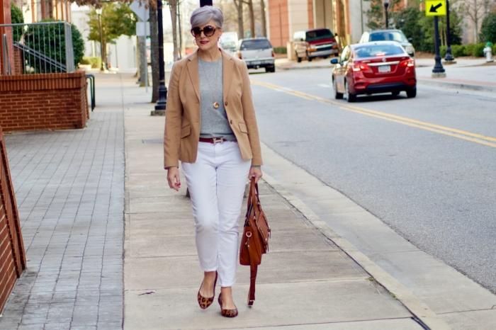 В цветовой гамме женщин элегантного возраста тон задают пастельные оттенки. styleatacertainage.com