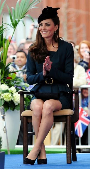 Королевская особа обязана надевать чулки телесного цвета.