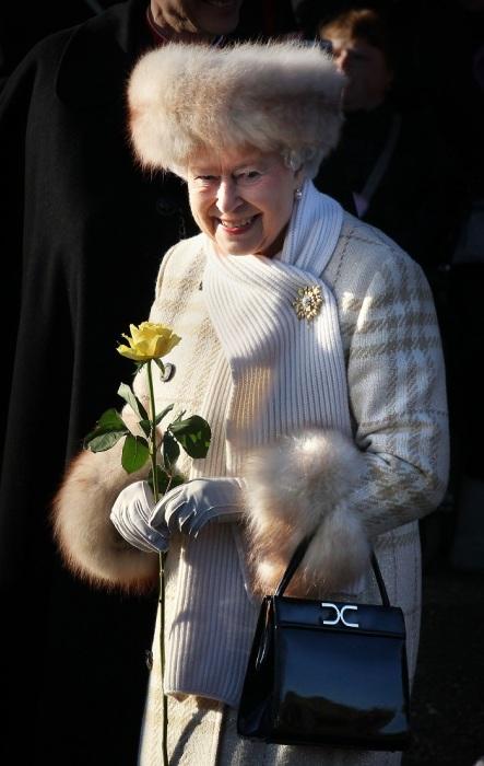 Женщинам из королевской семьи запрещено носить натуральный мех.