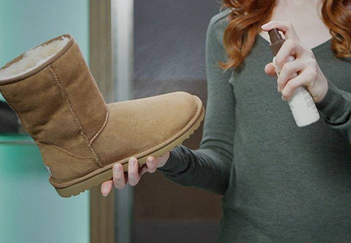Нужно купить специальный спрей для замшевой обуви. / Фото: favor.com
