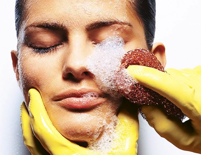 8 ошибок, которые вы допускаете, когда умываете лицо. Изображение номер 2
