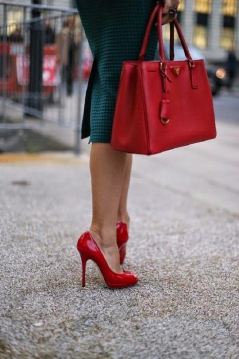 Красные лакированные туфли на высокой шпильке смотрятся пошло. / Фото: Dhmd.ru