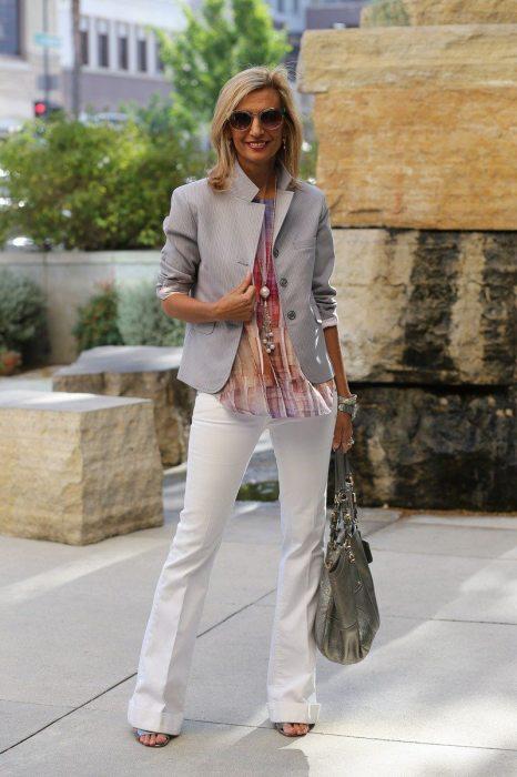 Элементы костюма лучше носить не вместе, а сочетать с другими вещами. /Фото: jacketsociety.com
