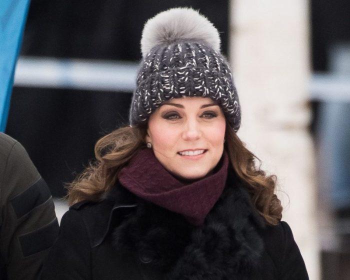 После 40 лет лучше избегать шапок с «агрессивным» декором. /Фото: fashiontrendwalk.com