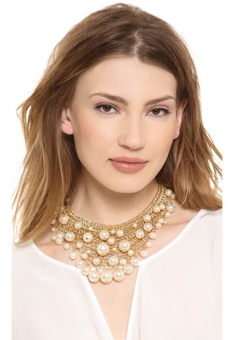 Сложные украшения хорошо смотрятся на молодых девушках, на зрелых женщинах только подчеркнут возраст. /Фото: sc02.alicdn.com
