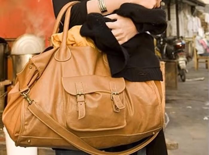 Бесформенная сумка актуальна в молодом возрасте, в зрелом – она только накидывает годы.