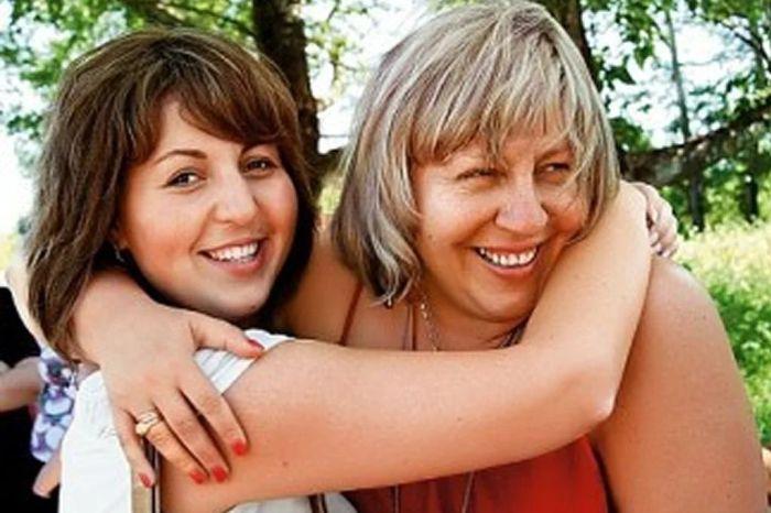 Анастасия Голуб с мамой. / Фото: www.yandex.net