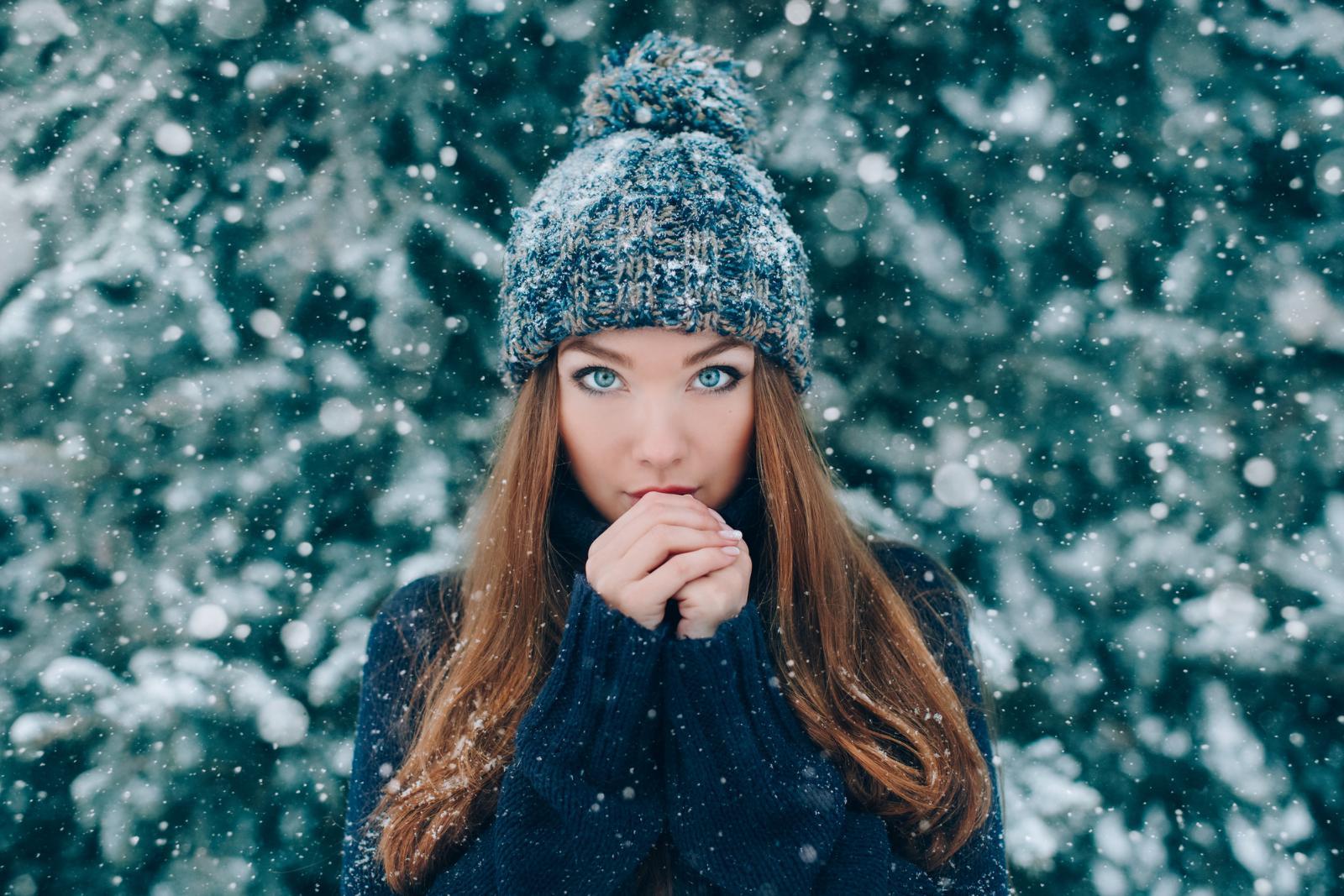 Сняла шапку — а под ней гнездо! 5 хитростей, которые помогут сохранить объем волос зимой