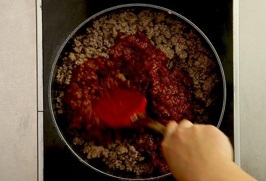 Фото приготовления рецепта: Лазанья классическая с мясом - шаг 4