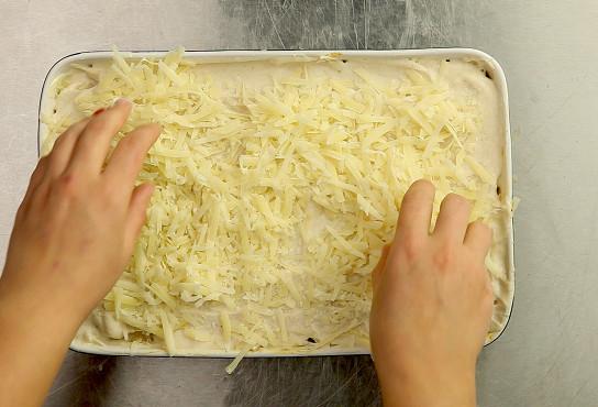 Фото приготовления рецепта: Лазанья классическая с мясом - шаг 8